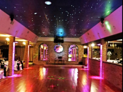 In Royalty East Banquet Hall the whole ceiling ebove dance floor has a visual display of the night and stars so it looks like there is no ceiling.The dance floor is big enough for all the guests to dance and have good time.