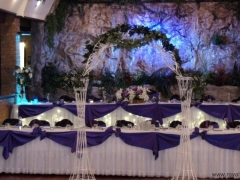 Decoration of the main table with a waterfall in the background of the Polish Banquet Hall in Chicago